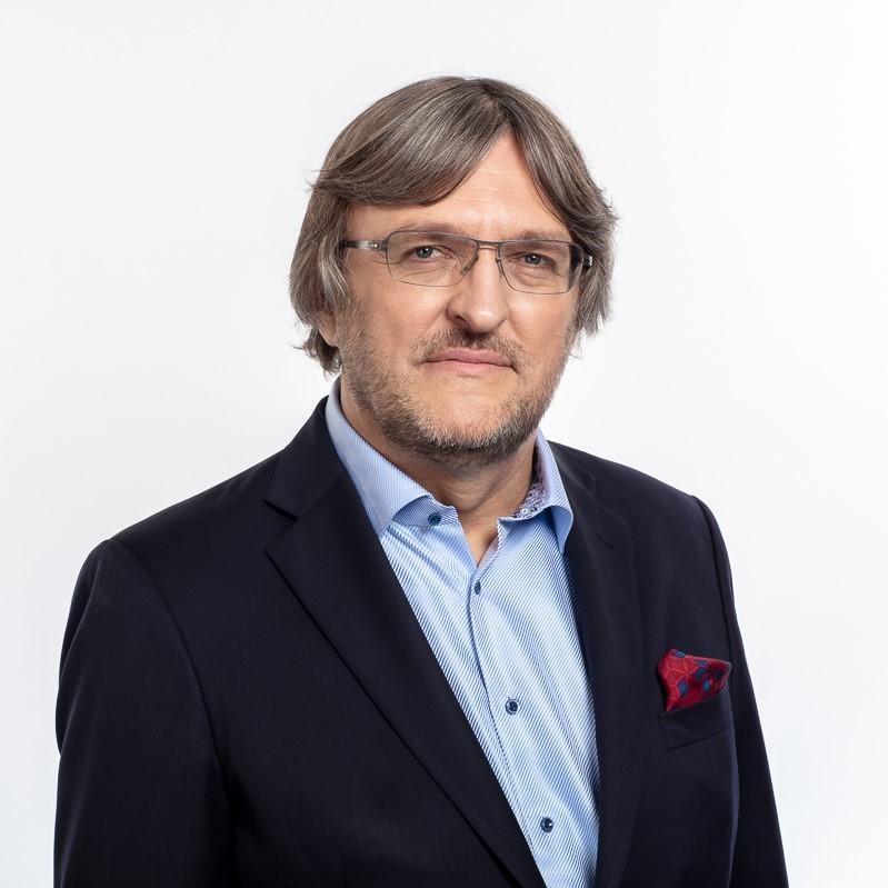 Dr Arwid Mednis